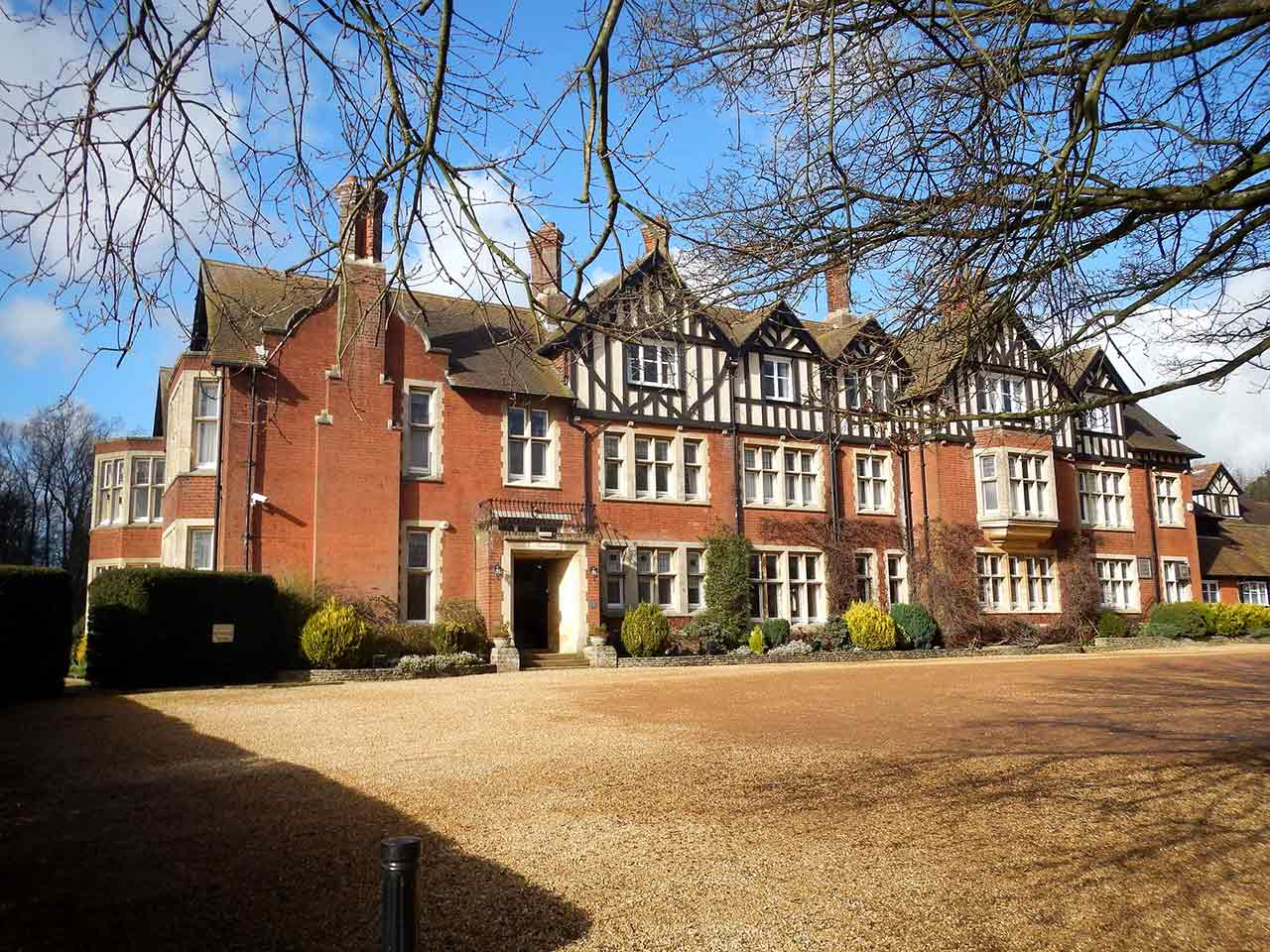 Foyer Hotel Cern : Scalford hall hotel enters administration with jobs at