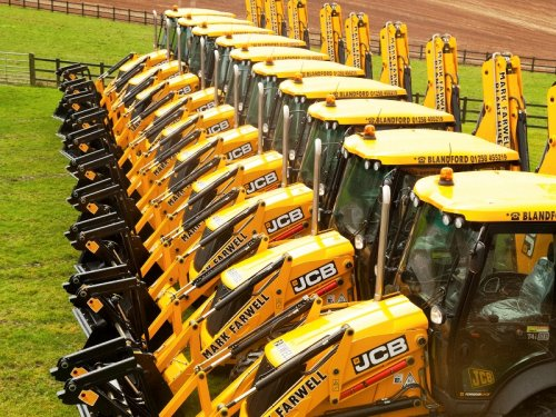 JCB workers agree new three-year pay deal | TheBusinessDesk com